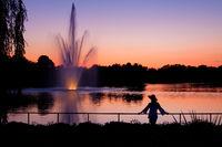america,beautiful,botanic gardens,female,fountain,horizontal,il,illinois,lady,midwest,north america,pond,sunset,united states,us,usa,woman