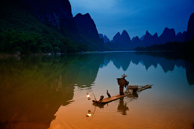 asia,boat,china,chinese,cormorant,fish,fisherman,fishing,guilin,horizontal,li river,morning,yangdi xialong