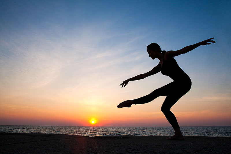 agility,america,ballet,chicago,dance,dancer,exercise,flexibility,horizontal,il,illinois,lake,lake michigan,midwest,morning,north america,silhouette,sunrise,united states,us,usa,yoga