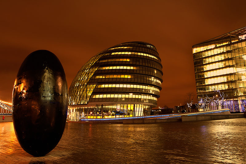 balancing,britain,city scape,cityscape,egg,england,europe,horizontal,london,plaza,uk,united kingdom, photo
