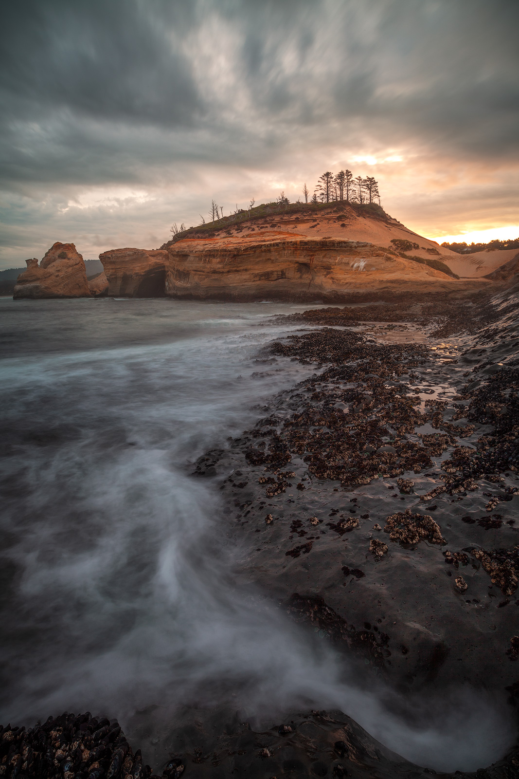 america,beautiful,cape kiwanda,clouds,coast,coastal,morning,north america,northwest,ocean,oregon,pacific northwest,pacific ocean,portrait,rushing,sunset,united states,us,usa,vertical,wave, photo