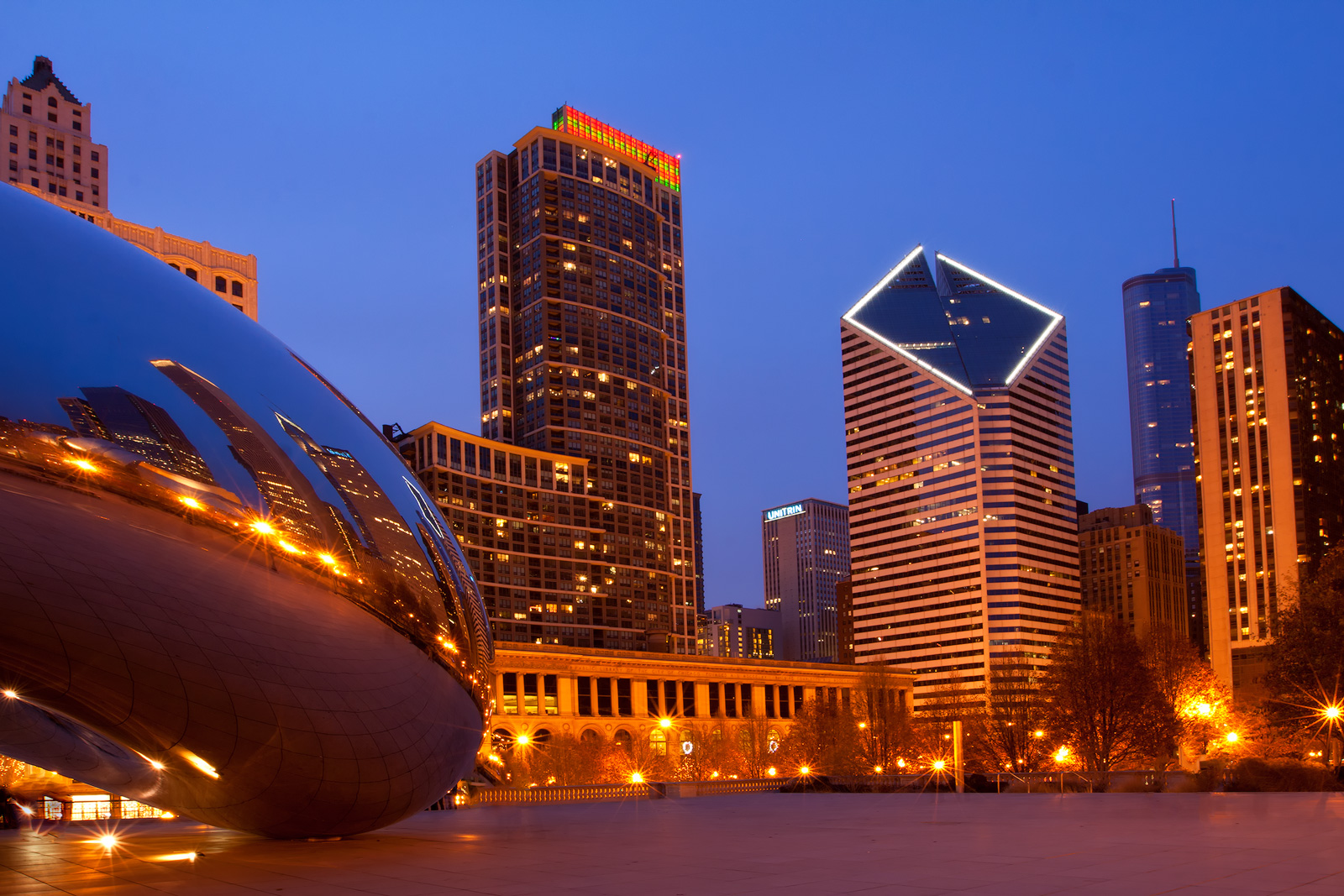 Chicago's Bean and skyscrapers at twilight