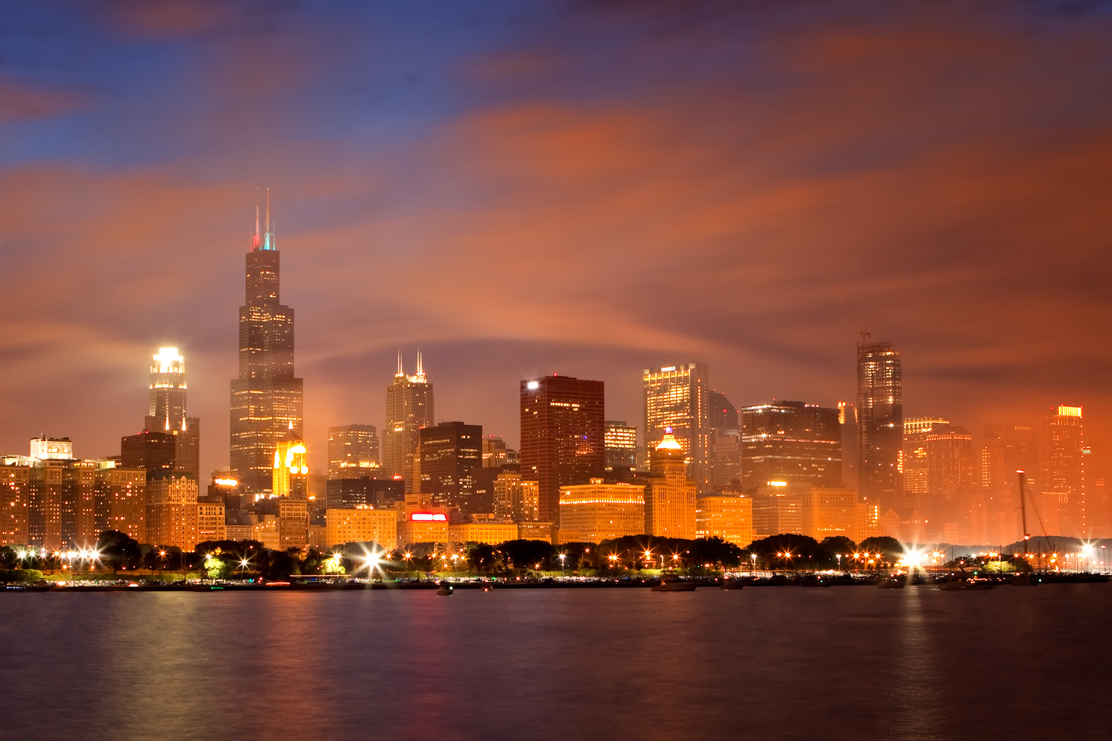 america,chicago,city scape,cityscape,colorful,horizontal,il,illinois,lake michigan,midwest,north america,skyline,smoke,united states,us,usa, photo