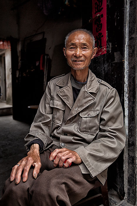 asia,china,chinese,elderly,huai'an,male,man,old,older,portrait,sitting,vertical, photo