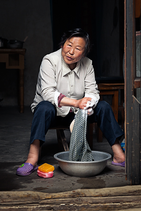 asia,china,chinese,clothes,doorway,elderly,female,friendly,happy,huai'an,old,older,structure parts,vertical,washing,woman, photo