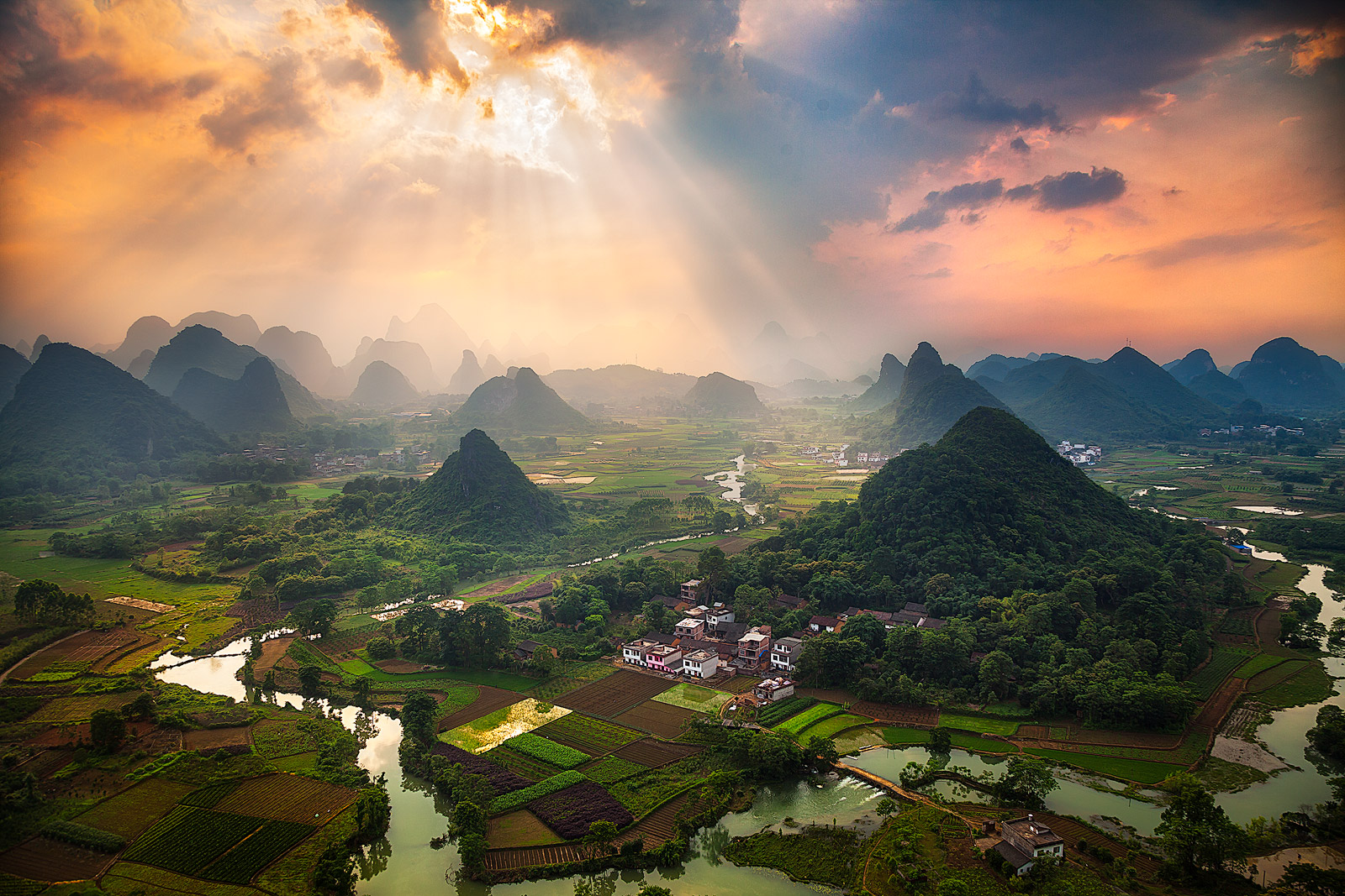 asia,china,cloud,cloudy,cuipingshan,cuipingshan hill,guilin,hill,karst,karst mountains,landscape,mist,misty,mountain,mountain range,peak,range,river,valley,yangshuo,yangshuo area,zhouzhai,zhouzhai vil, photo