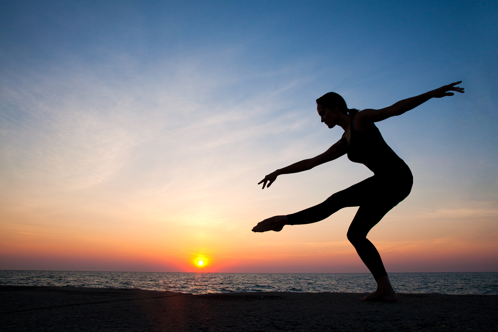 agility,america,ballet,chicago,dance,dancer,exercise,flexibility,horizontal,il,illinois,lake,lake michigan,midwest,morning,north america,silhouette,sunrise,united states,us,usa,yoga, photo