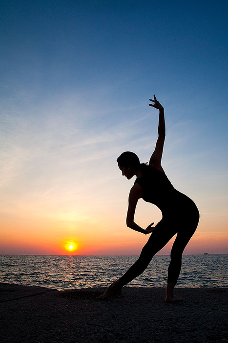 agility,america,ballet,chicago,dance,dancer,exercise,flexibility,il,illinois,lake,lake michigan,midwest,morning,north america,silhouette,stretching,sunrise,united states,us,usa,, photo