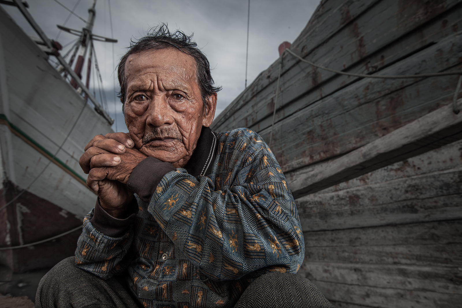 asia,asian,boat,dock,dock worker,environmental portait,indonesia,indonesian,jakarta,java,portrait,ship,sunda kelapa,west java