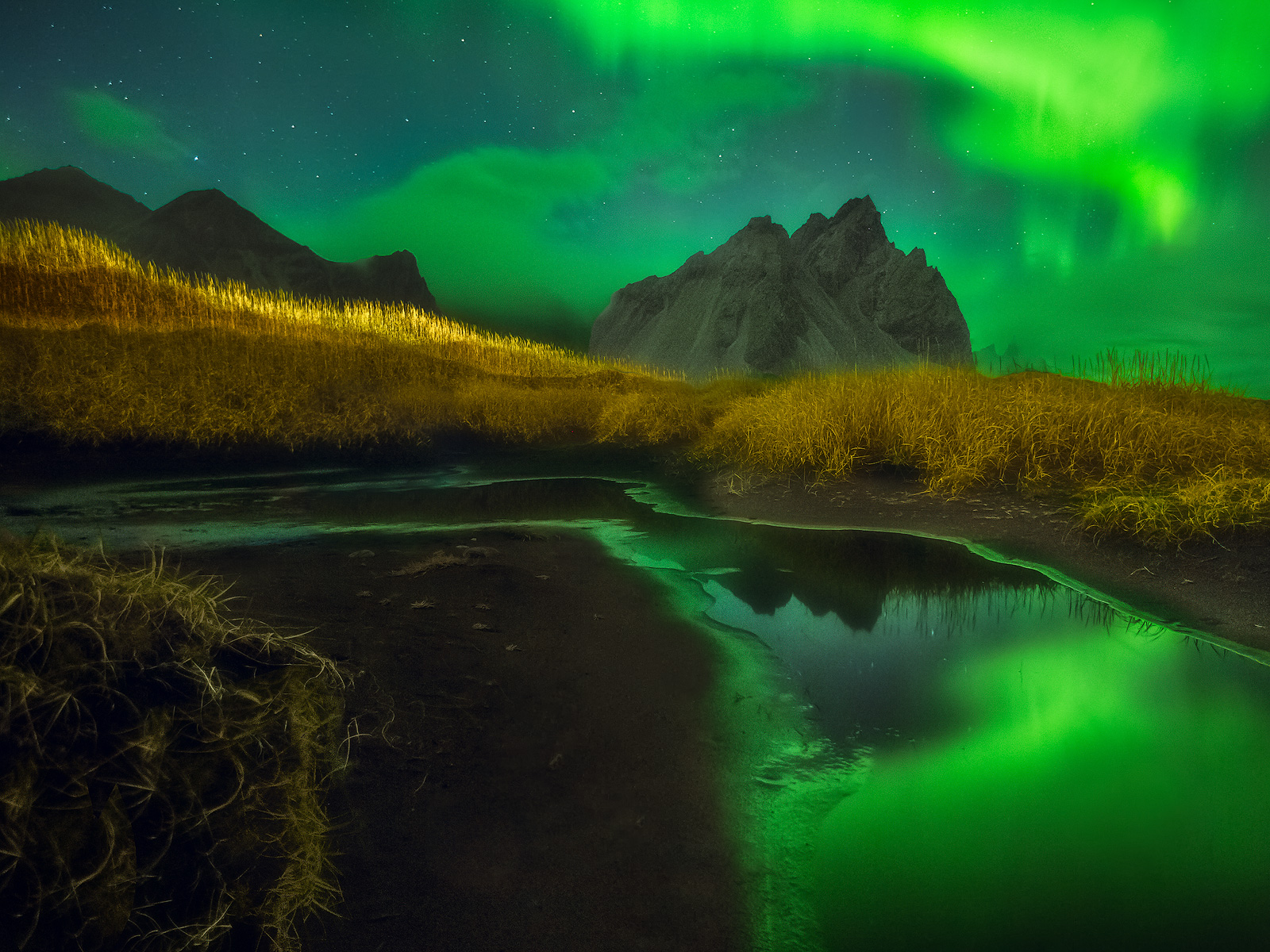 aurora,beach,borealis,eastern,europe,field,hill,hofn,iceland,klifatindur,mountain,northern lights,pond,pool,sand,south,southern,the northern lights