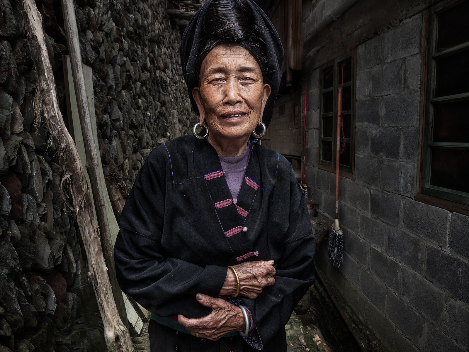 asia,asian,china,chinese,da zhai,da zhai terrace fields,dazhai,elderly,environmental portait,female,flash,lady,longji,longji rice terraces,longsheng,old,older,people,portrait,standing,terraces,woman,x, photo