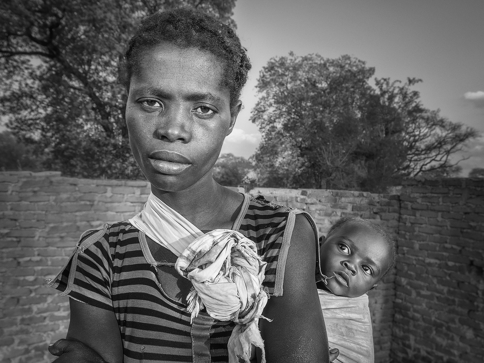 africa,african,baby,black,child,daughter,environmental portait,evening,family,female,girl,infant,juvenile,lady,malawi,malawian,mom,mother,people,portrait,woman,young, photo