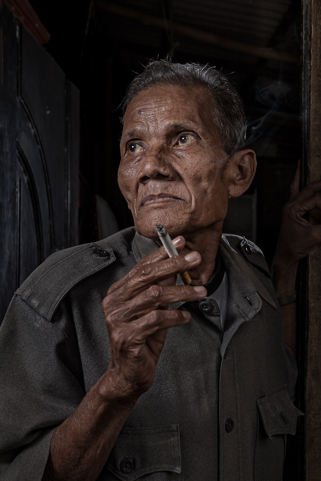 asia,asian,environmental portait,indonesia,indonesian,jakarta,java,male,man,old,portrait,rumpin,smoking,west java, photo