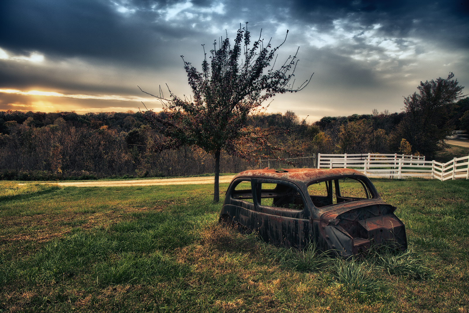 HDR,america,antique,car,crumbling,dilapidated,elderly,galena,horizontal,il,illinois,midwest,north america,old,older,rusty,united states,us,usa, photo