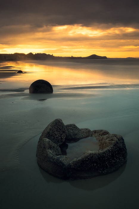2016,New Zealand,SKY,april,autumn,beach,clouds,evening,fall,koekohe beach,long exposure,moeraki,moeraki boulders,portrait,rocks,sand,south island,southern,sunset,vertical, photo