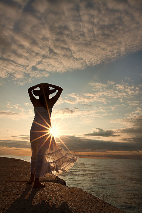 america,beach,beautiful,chicago,dress,female,hat,il,illinois,lady,lake michigan,midwest,morning,north america,sand,silhouette,sunrise,united states,us,usa,vertical,white,woman, photo
