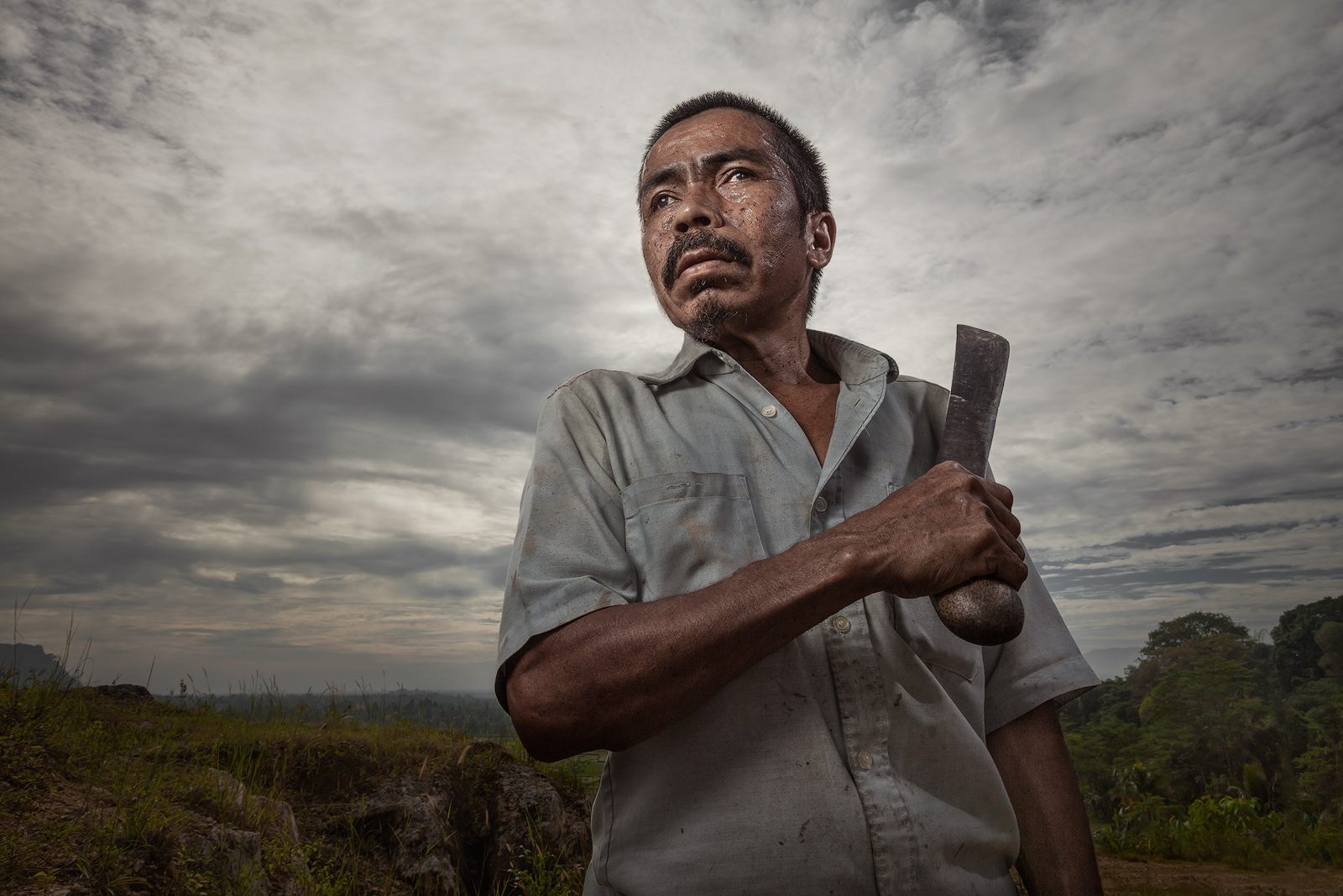asia,asian,environmental portait,indonesia,indonesian,jakarta,java,knife,machete,male,man,portrait,rumpin,west java, photo