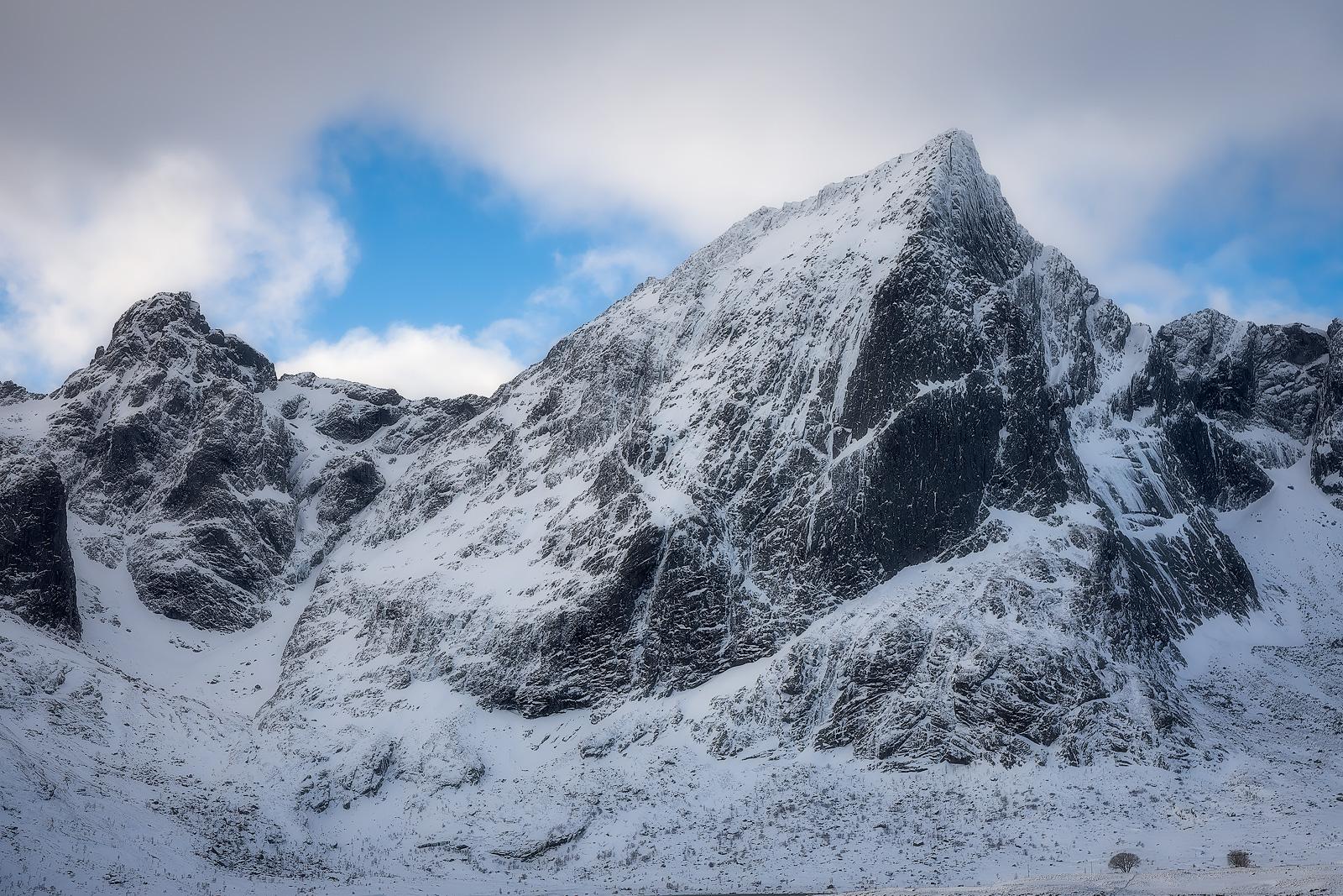 Mid-day telephoto shot of Lofoten's jagged peaks.